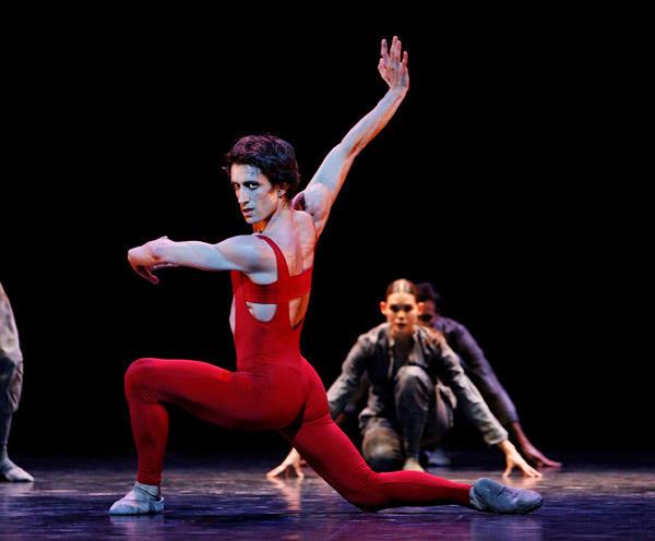 「火の鳥」 Photos Laurent Philippe / Opéra national de Paris