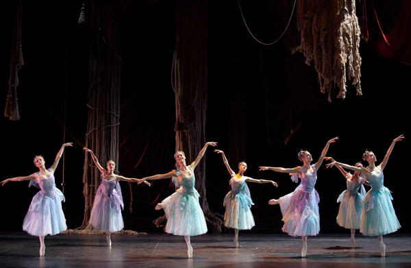『泉』 (C)Anne Deniau/Opéra national de Paris