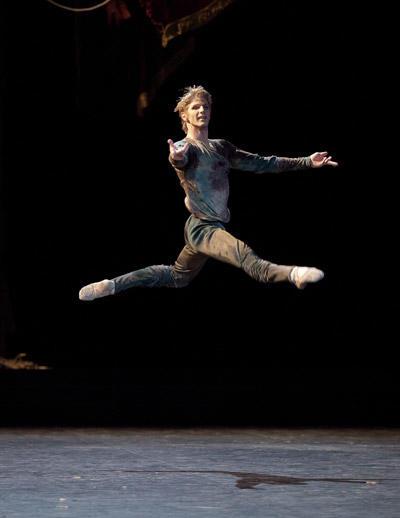 『泉』カール・パケット (C)Anne Deniau/Opéra national de Paris