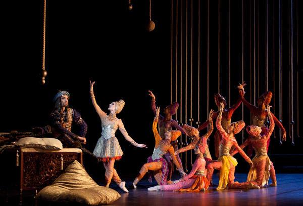 『泉』ノルヴェン・ダニエル、クリストフ・デュケンヌ (C)Anne Deniau/Opéra national de Paris