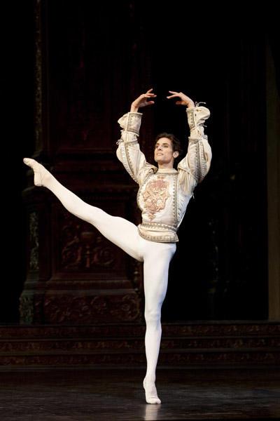 「ロメオとジュリエット」 Photo Julien Benhamou / Opéra national de Paris
