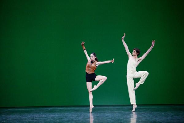 「シルヴィア」アマンディーヌ・アルビッソンと Photo Agathe Poupeney / Opéra national de Paris
