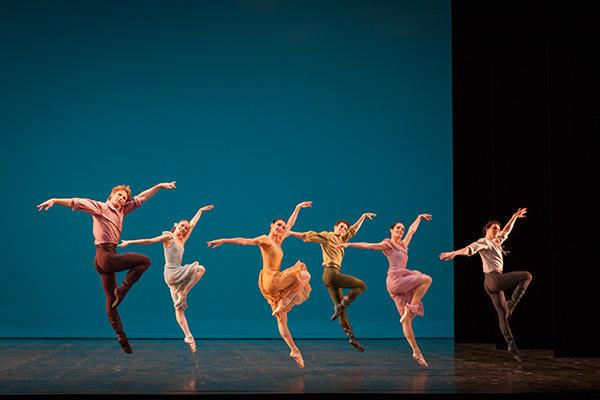 『ダンシイズ・アット・ア・ギャザリング』 カール・パケット、シャルリーヌ・ギーゼンダンナー、ノルヴェン・ダニエル (C) Opera national de Paris/ Sebastien Mathe