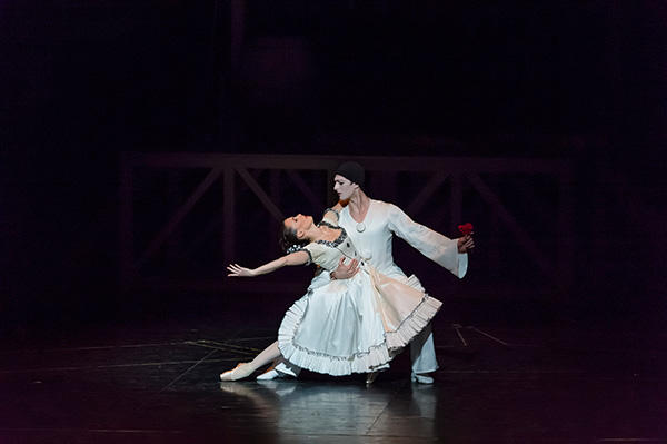 『天井桟敷の人々』ズスペルギー、ガニオ (C) Opéra national de Paris/ Charles Duprat