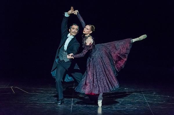 『天井桟敷の人々』プジョル、ペッシュ (C) Opéra national de Paris/ Charles Duprat