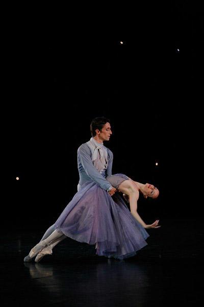 「イン・ザ・ナイト」 photo Sébastien Mathé/ Opéra national de Pari