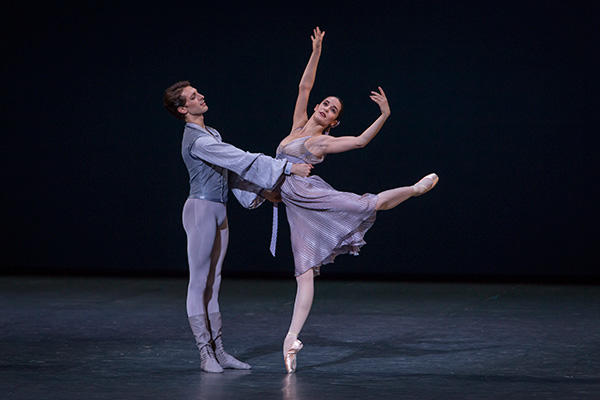 『アザー・ダンシィズ』 (C) Opéra national de Paris/ Sebastien Mathé
