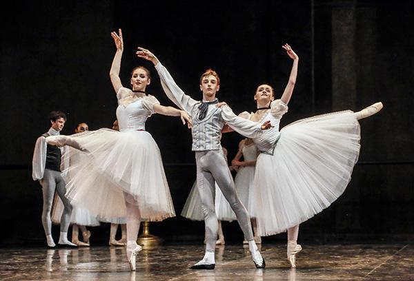 『コンセルヴァトワール』 (C) Opéra national de Paris/ Fancette Levieux