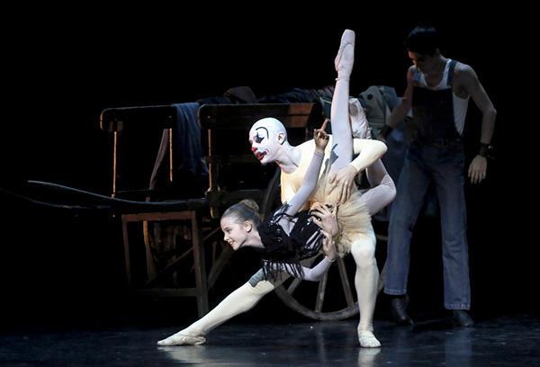 『旅芸人』 (C) Opéra national de Paris/ Fancette Levieux
