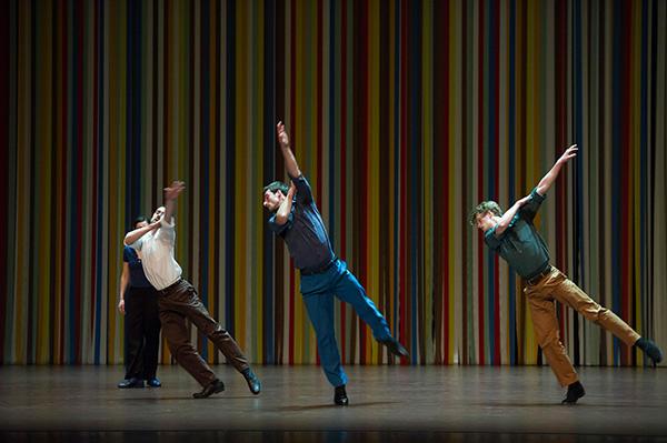 「Les Applaudissement ne se mangent pas」 photo Laurent Philippe/ Opéra national de Paris