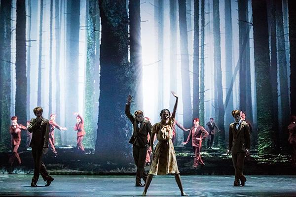 「くるみ割り人形」エドゥアルド・ロック振付(右端) photo Agathe Poupeney / Opéra national de Paris