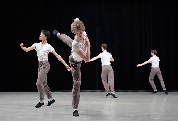 パリ・オペラ座バレエ学校ガラ 2013年「今から」のリハーサル写真 photo Francette Levieux/ Opéra national de Paris