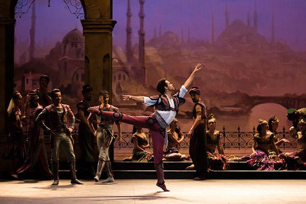 ヨナ・アコスタ (C) Opéra national de Paris/ Ula Blocksage
