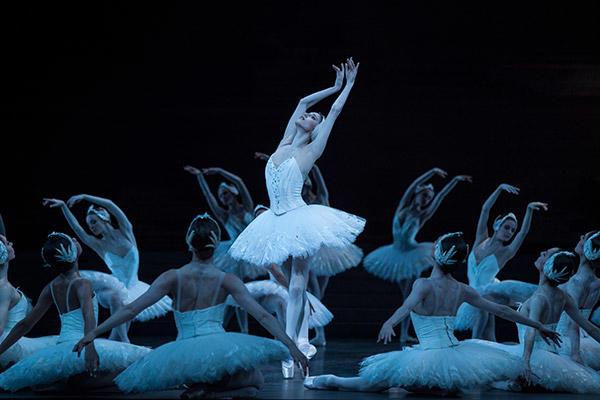 『白鳥の湖』photos Ann Ray/ Opéra national de Paris