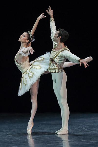 『テーマとヴァシアション』photos Ann Ray/ Opéra national de Paris