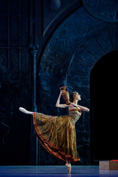 『ラ・バヤデール』photo Agathe Poupeney/ Opéra national de Paris