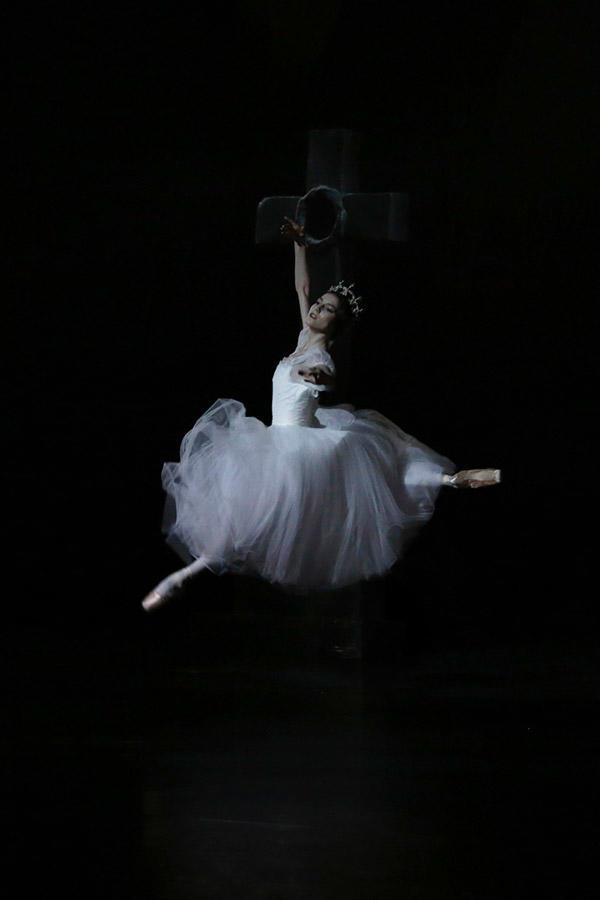 『ジゼル』ミルタ photo Svetralna Loboff/ Opéra national de Paris