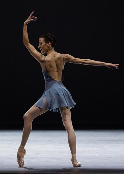 「Blake Works I 」リュドミラ・パリエロ (C) Opéra national de Paris/ Ann Ray