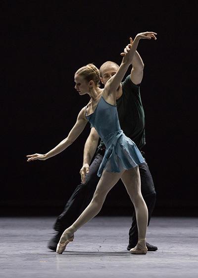 「Blake Works I 」レオノール・ボーラック、フランソワ・アリュ (C) Opéra national de Paris/ Ann Ray