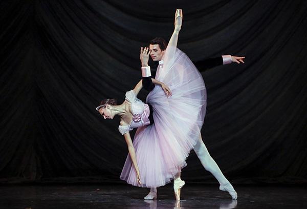 『ブラームス・シェーンベルク四重奏曲』マリオン・バルボー、ステファン・ブリヨン (C) Opéra national de Paris/ Francette Levieux