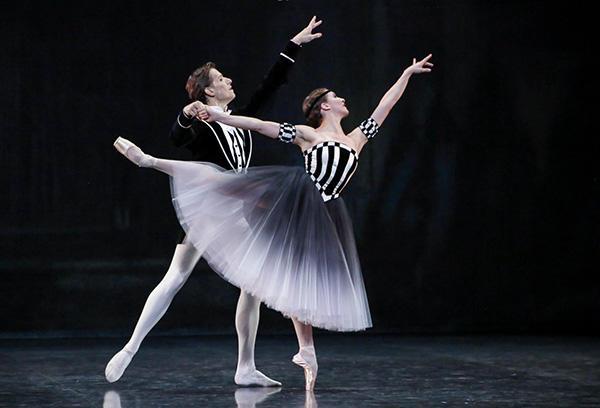『ブラームス・シェーンベルク四重奏曲』 ヴァランティーヌ・コラサント、ヤン・シャイユー (C) Opéra national de Paris/ Francette Levieux