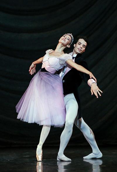 『ブラームス・シェーンベルク四重奏曲』 マリオン・バルボー、ステファン・ブリヨン (C) Opéra national de Paris/ Francette Levieux