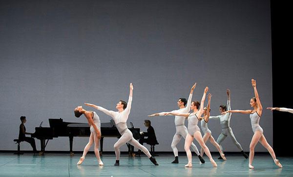 『イン・クリーシズ』 (C) Julien Benhamou/ Opéra national de Paris