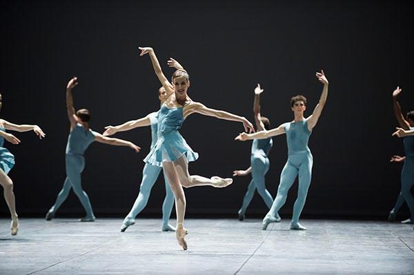 『ブレイク・ワークスI』 (C) Julien Benhamou/ Opéra national de Paris