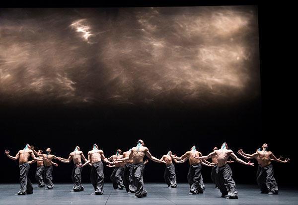 『ザ・シーズンズ・カノン』 (C) Julien Benhamou/ Opéra national de Paris