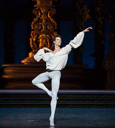『ロメオとジュリエット』photos Julien Benhamou/ Opéra national de Paris