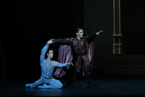 マチアス・エイマン、カール・パケット (C) Opéra national de Paris/ Svetlana Loboff