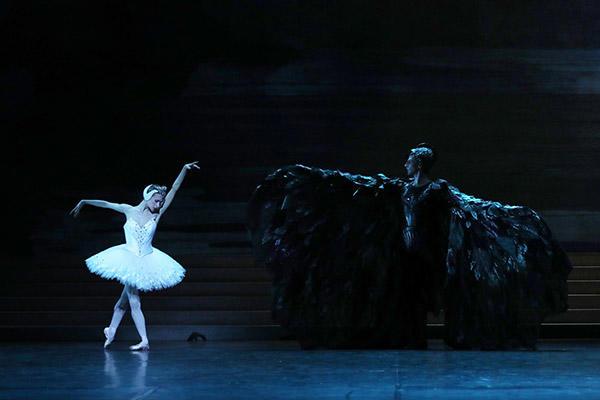 ミリアム=ウルド・ブラーム、カール・パケット (C) Opéra national de Paris/ Svetlana Loboff