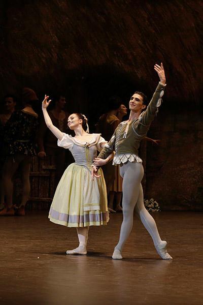 『ジゼル』のパ・ド・ドゥ photo Svetlana Loboff/ Opéra national de Paris