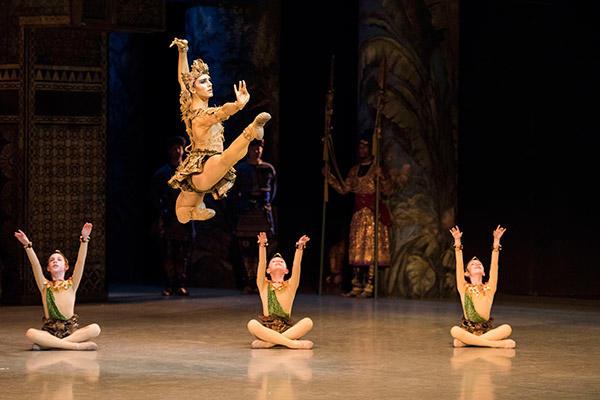 『ラ・バヤデール』 photo Little Shao/ Opéra national de Paris