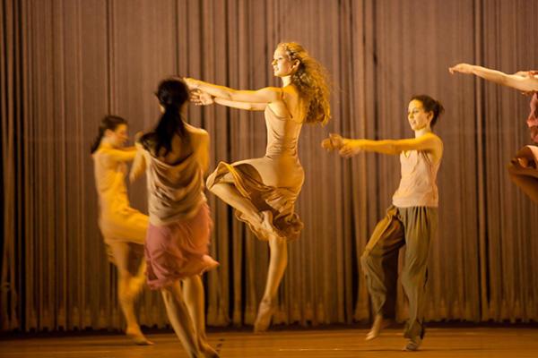 『レイン』 photo Agathe Poupeney/ Opéra national de Paris