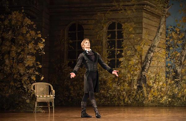 『オネーギン』photo Julien Benhamou/Opéra national de Paris