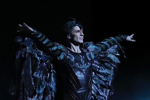 『白鳥の湖』 photo Svetlana Loboff/ Opéra national de Paris