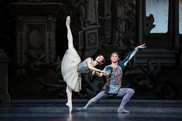 『真夏の夜の夢』photo Agathe Poupeney/ Opéra national de Paris