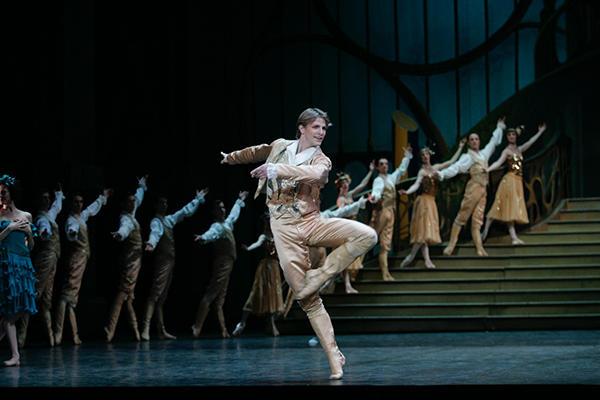 『シンデレラ』photo Laurent Philippe/ Opéra national de Paris