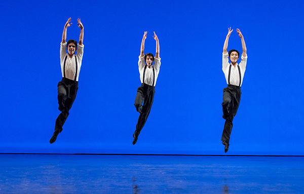 2015年学校公演『オーニス』(中央) photo David Eloper/ Opéra national de Paris