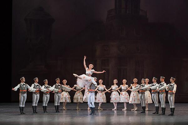 『ブラームス・シェーンベルグ・カルテット』(左から3番目) photo Sébastien Mathé / Opéra national de Paris