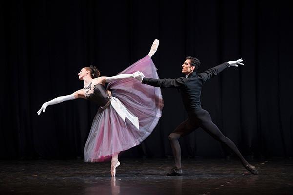 『ラ・ヴァルツ』(C) Opéra national de Paris / Laurent Philippe