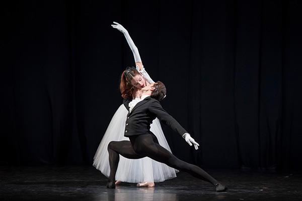 『ラ・ヴァルツ』 (C) Opéra national de Paris / Laurent Philippe 記事当日の写真ではありません