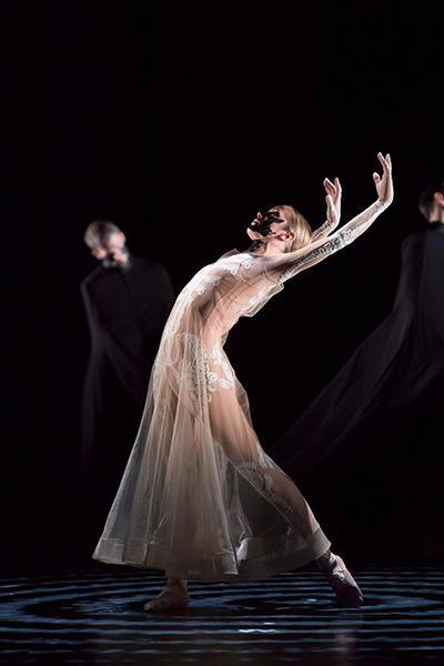 『ボレロ』 (C) Opéra national de Paris / Laurent Philippe