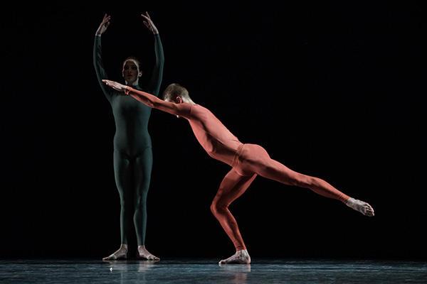 『ウォークアラウンド・タイム』(C) Opéra national de Paris / Ann Ray