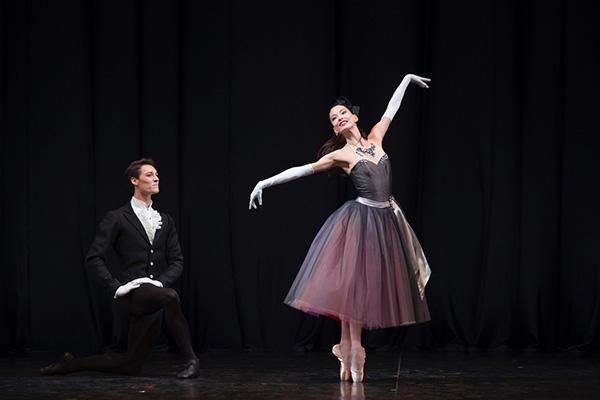 『ラ・ヴァルス』photo Laurent Philippe/ Opéra national de Paris