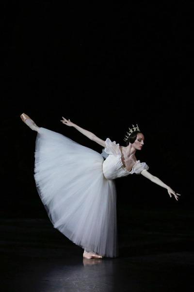 『ジゼル』photo Svétlana Loboff/ Opéra national de Paris