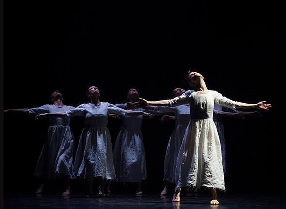 『マッチ売りの少女の受難』(C) Opéra national de Paris/ Julien Benhamou