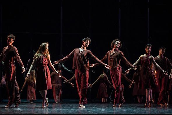 『アンドゥーイング・ワールド』 (C) Opéra national de Paris/ Julien Benhamou