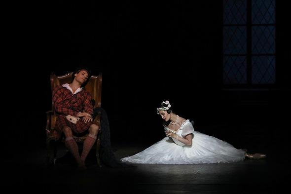 アマンディーヌ・アルビッソンとユゴー・マルシャン (C) Opéra national de Paris/ Svetlana Loboff